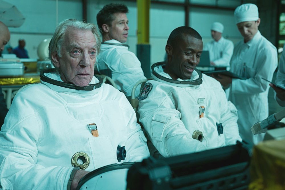 Donald Sutherland as Colonel Pruitt and Sean Blakemore as Willy Levant