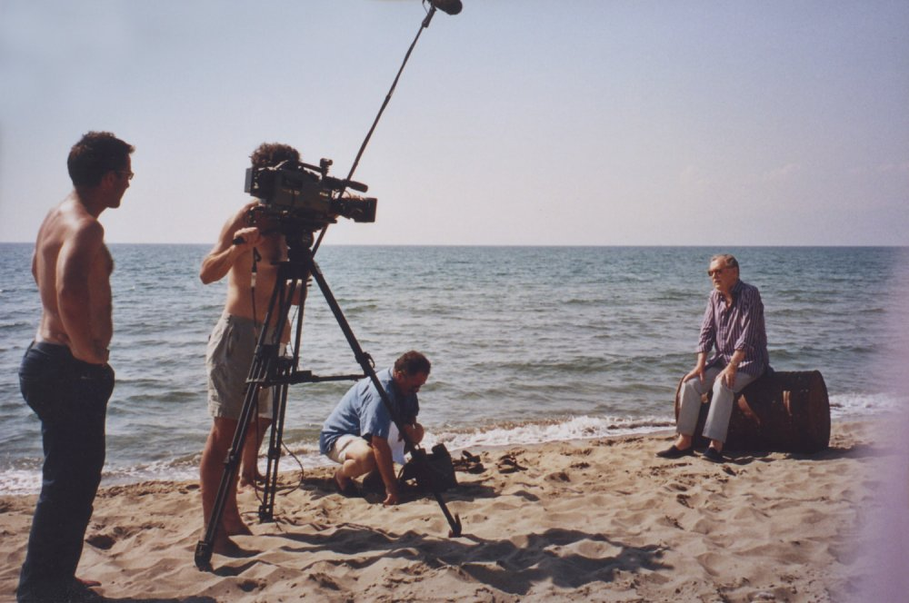 Alan Whicker on location in Sicily on the first day of shooting Whicker's War (2004)