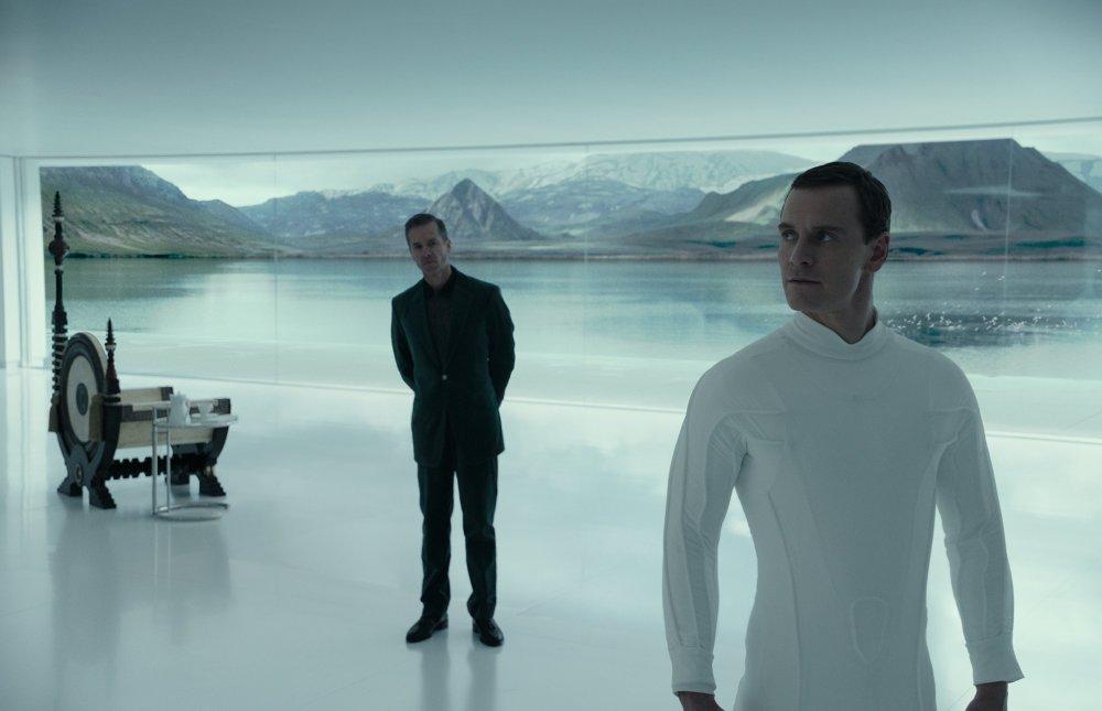 Guy Pearce and Michael Fassbinder in Alien: Covenant (2017)