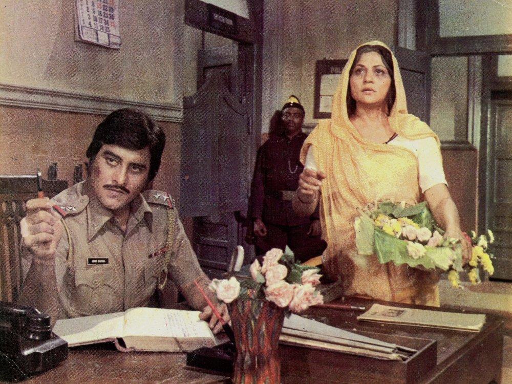 Amar, Akbar, Anthony (1977)