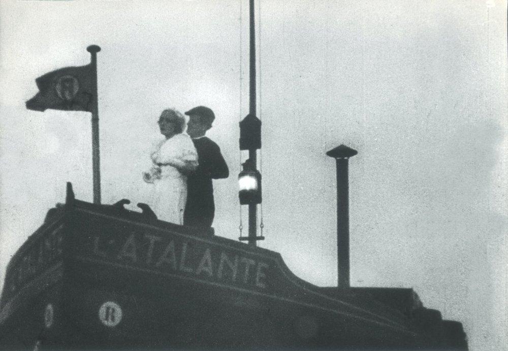 Dita Parlo as Juliette and Jean Dasté as Jean in L'Atalante