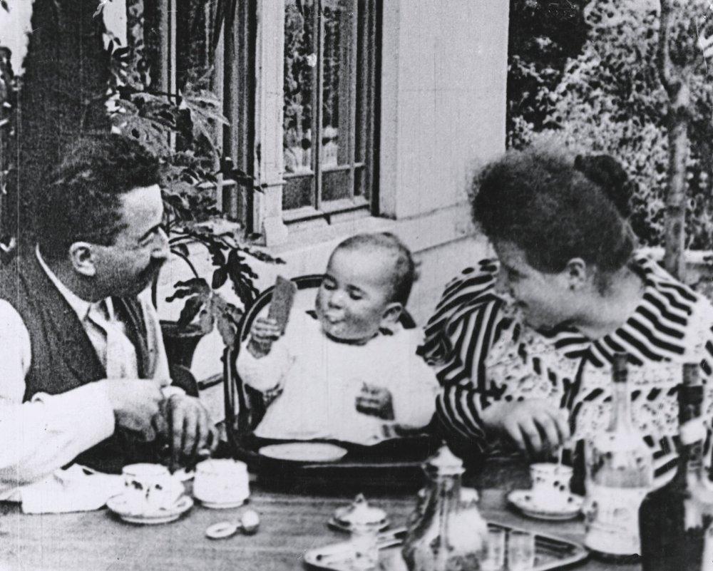 Baby's Breakfast (1895)