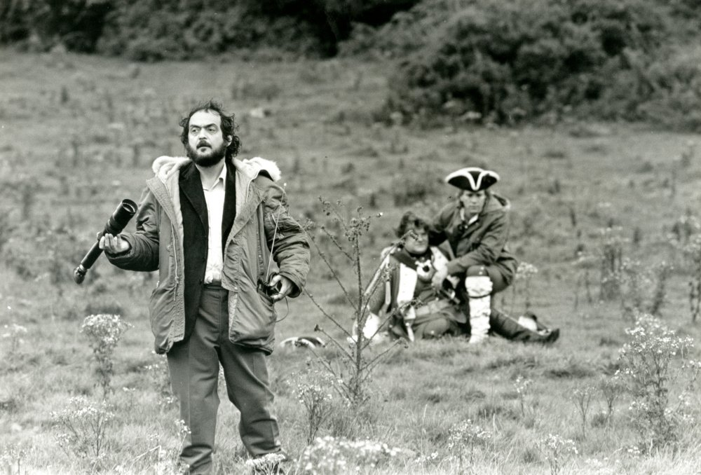 Kubrick with actors Ryan O'Neal and Godfrey Quigley, filming the scene in which Barry's friend Captain Grogan (Quigley) is mortally wounded in battle