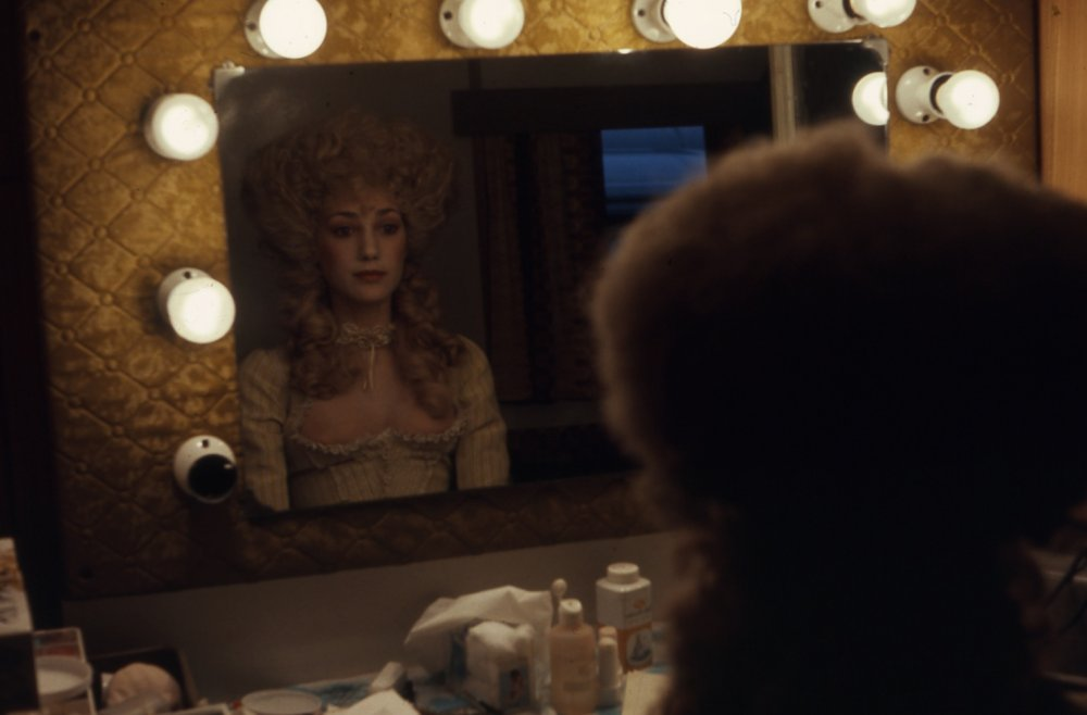 Marisa Berenson being made up as the beautiful Countess of Lyndon. Barry's fortunes take an upward turn in the second half of the film, when he meets the countess at a gambling table and subsequently seduces her