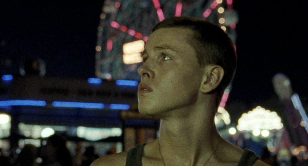 Harris Dickinson as Frankie