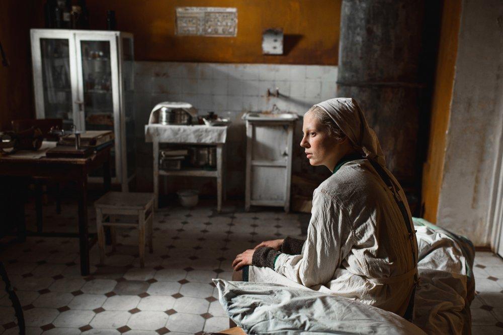 Viktoria Miroshnichenko as Iya in Beanpole (Dylda)