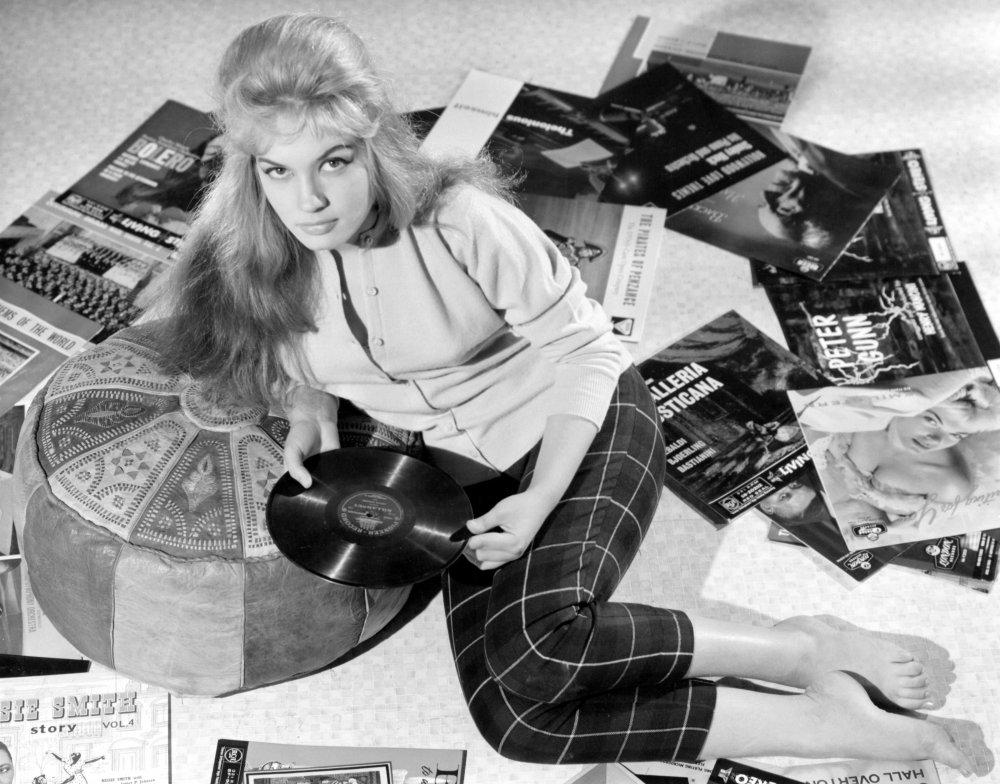 Gillian Hills in Beat Girl (1959)