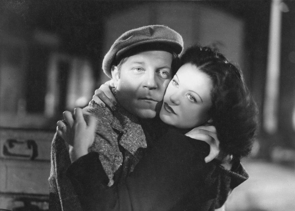 Jean Gabin and Simone Simon in Jean Renoir's brooding Emile Zola adaptation La Bête humaine (1938)