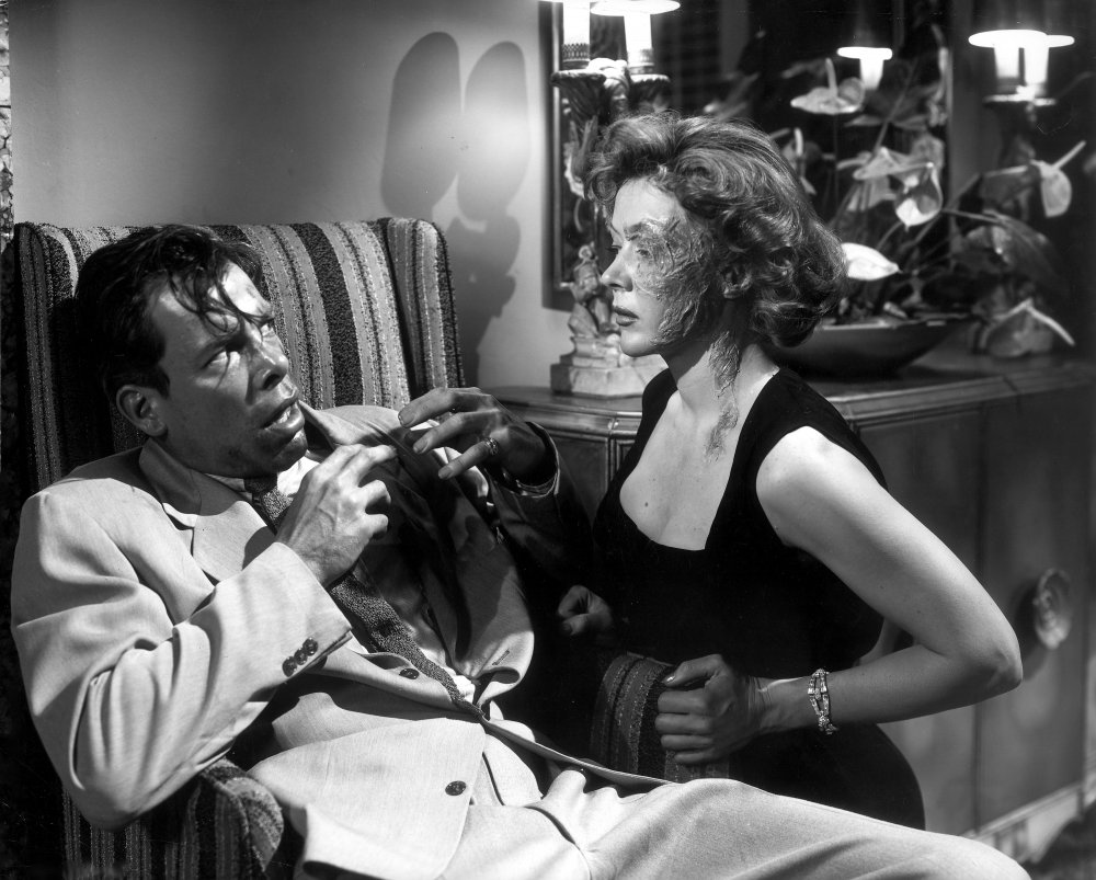 Lee Marvin as Vince Stone and Gloria Grahame as Debby Marsh