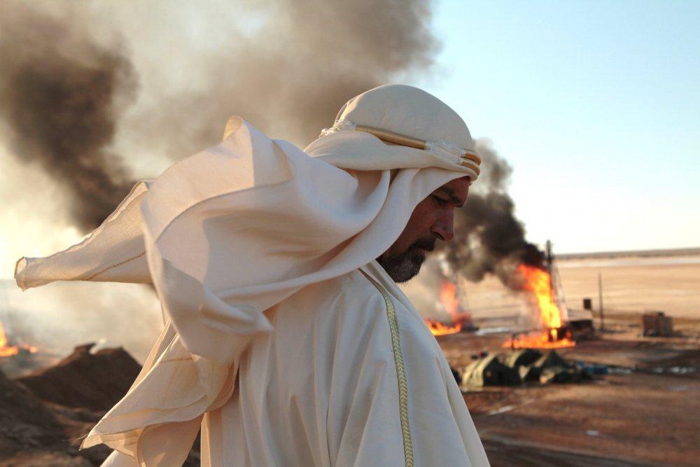 Antonio Banderas as Emir Nessib