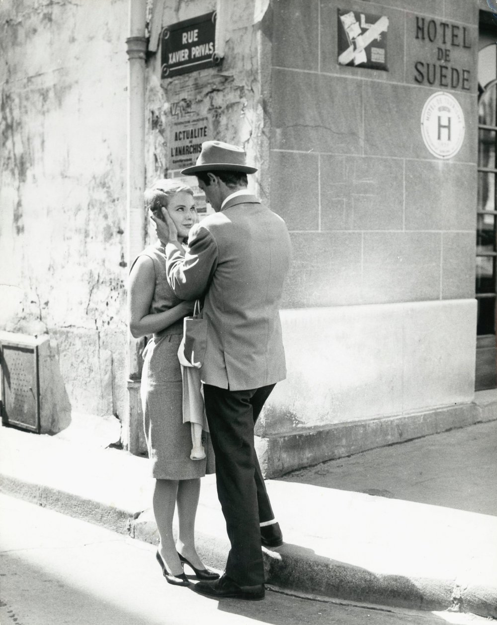 'A film cameraman ought never to let himself forget that the eye of the spectator is naturally tuned to full daylight': Jean Seberg and Jean-Pierre Belmondo on location in Paris for A Bout de souffle (1960)