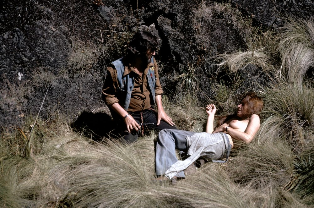 Paco (Kris Kristofferson) and Elita (Isela Vega)