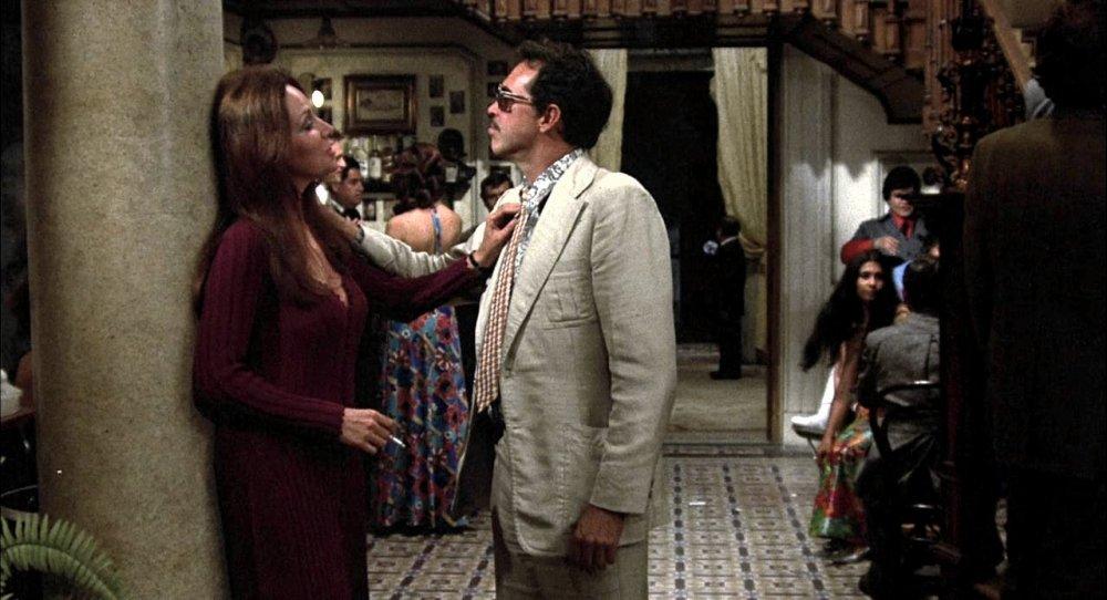 Elita (Isela Vega) and Bennie (Warren Oates)
