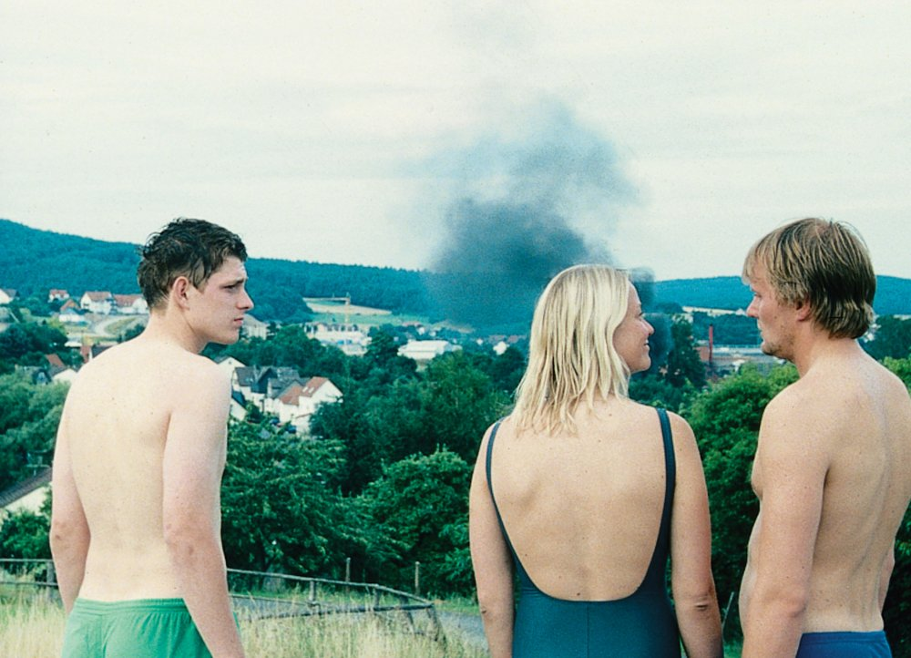 Lennie Burmeister<span> as </span>Paul, Trine Dyrholm<span> as </span>Lene and Devid Striesow<span> as </span>Max in Bungalow