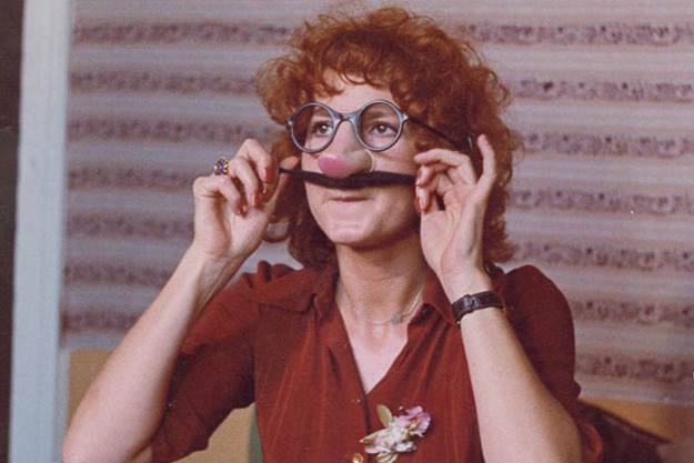 Dominique Labourier in Groucho mask in Rivette's Celine and Julie Go Boating (Céline et Julie vont en bateau, 1974)