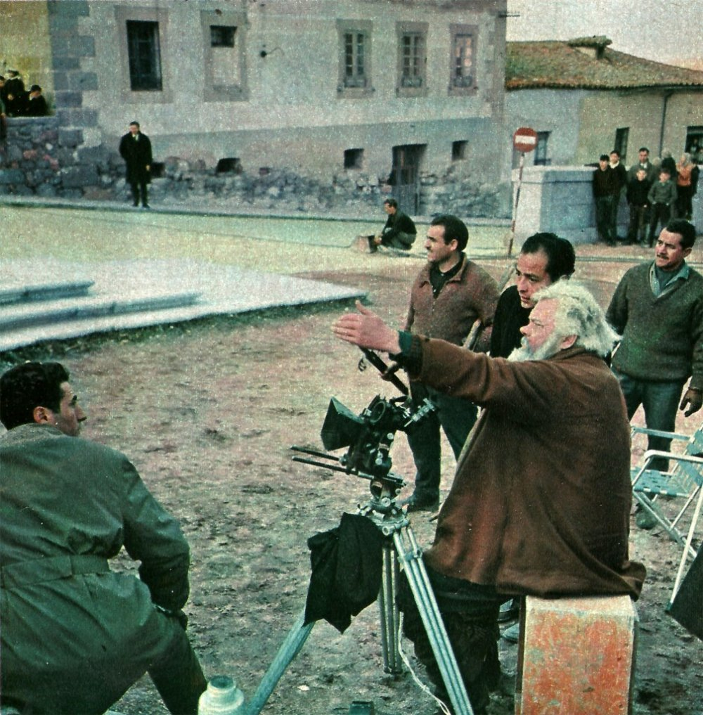 Orson Welles and crew on the set during production of Chimes at Midnight (1966)