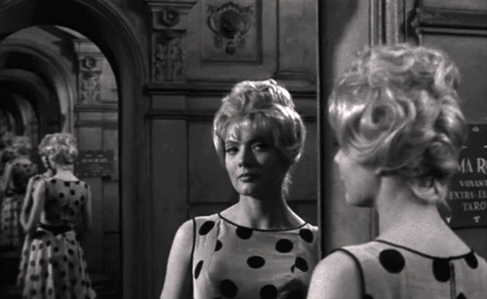 Corinne Marchand as Cléo in Cléo from 5 to 7