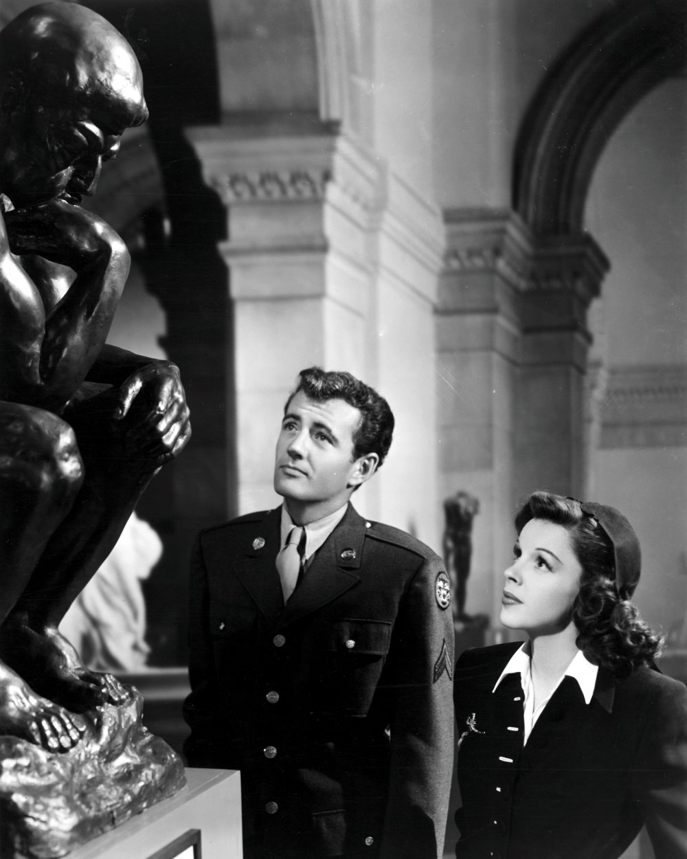 Robert Walker and Judy Garland in The Clock