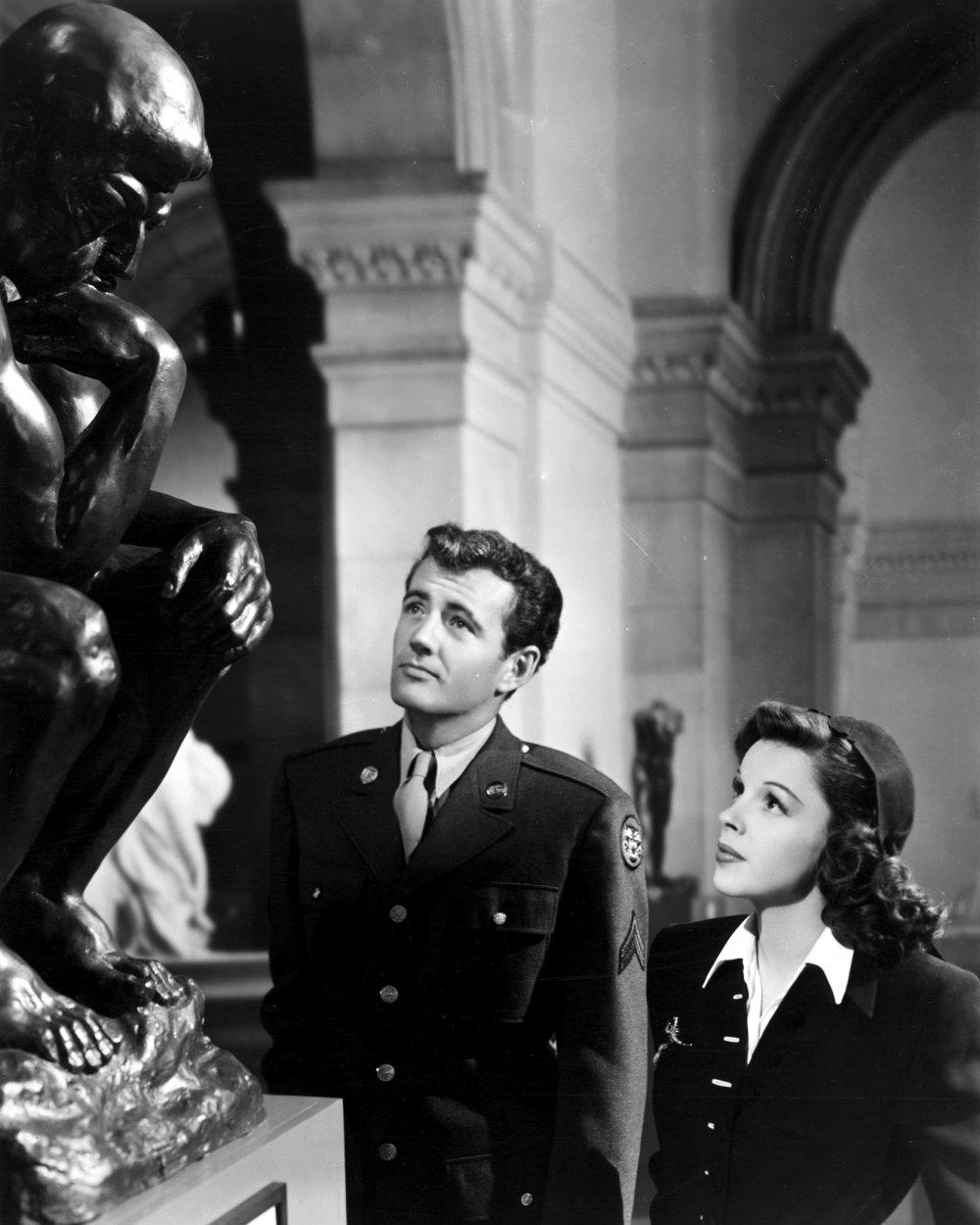 Robert Walker and Judy Garland in The Clock