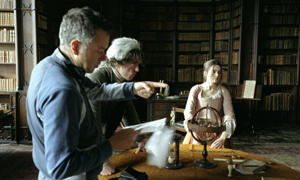 Michael Winterbottom, with Dylan Moran and Shirley Henderson, on set of A Cock and Bull Story (2006)