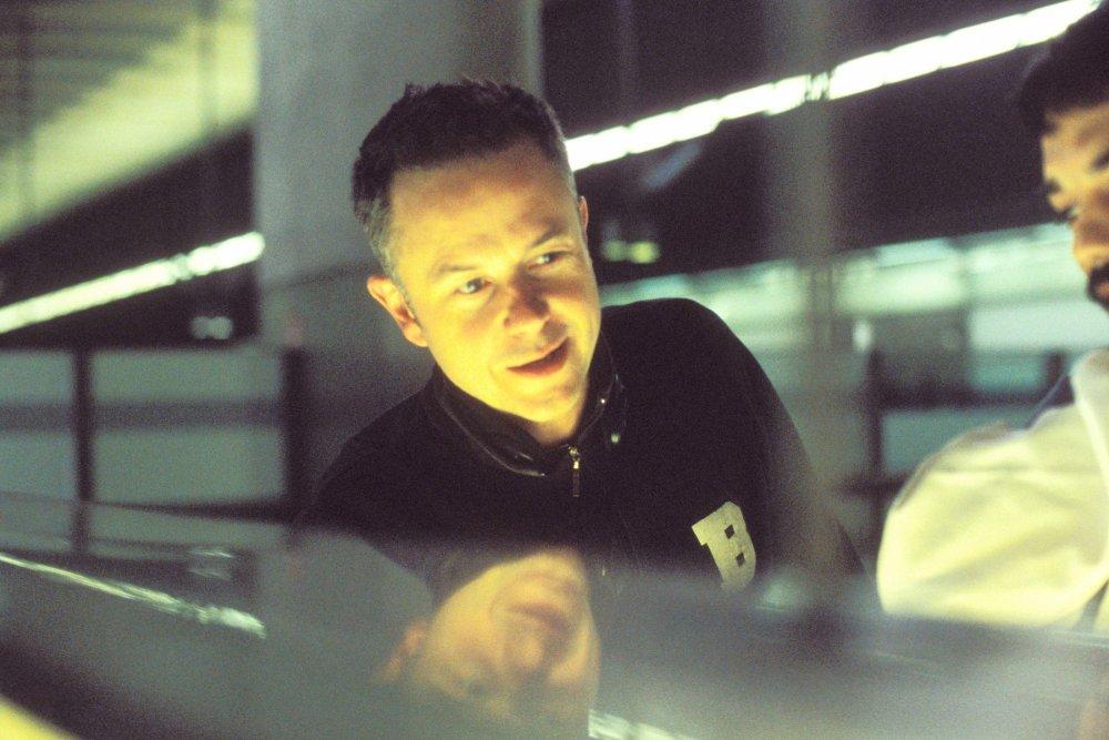 Michael Winterbottom on location of Code 46 (2003)