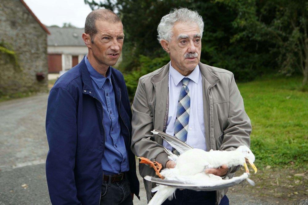 Bernard Pruvost (left) as Detective Van Der Weyden