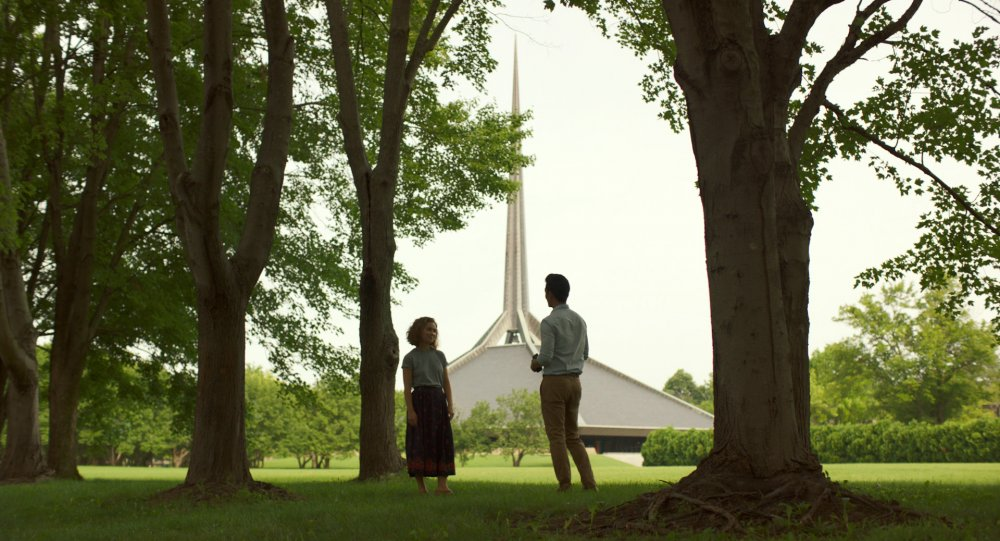 Haley Lu Richardson as Casey and John Cho as Jin in Columbus
