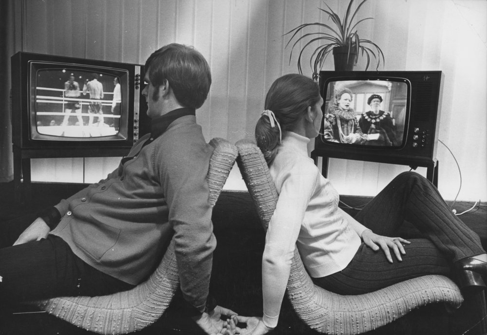 King 'Enery vs Queen Liz: a husband and wife from Middlesex rent an extra television set to resolve a viewing dispute over a boxing match (Henry Cooper versus Joe Bugner) on BBC1 and the historical drama Elizabeth R on BBC2 (March 1971)