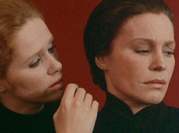 Liv Ullmann and Ingrid Thulin in Cries and Whispers (1972)