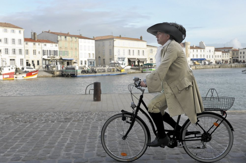Cycling with Molière (Alceste à bicyclette, 2012)