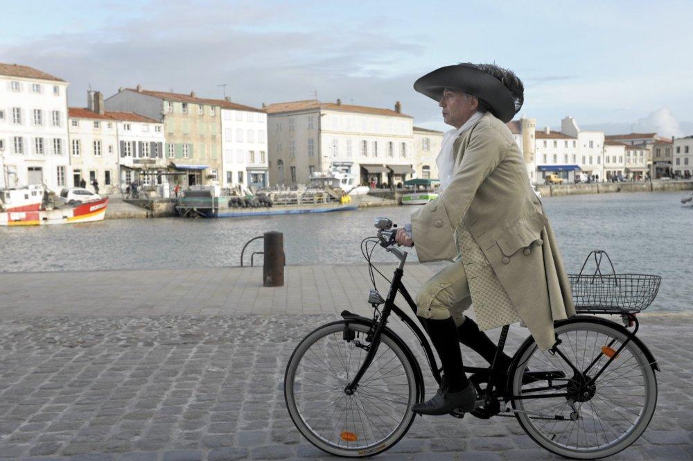 Cycling with Molière (Alceste à bicyclette, 2012)
