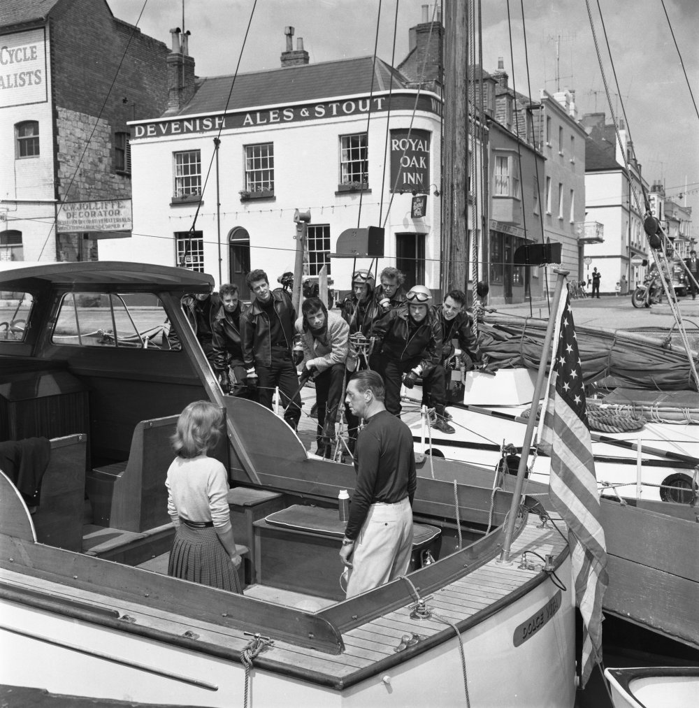 The cast on the waterfront, outside the Royal Oak Inn, which is still a pub today
