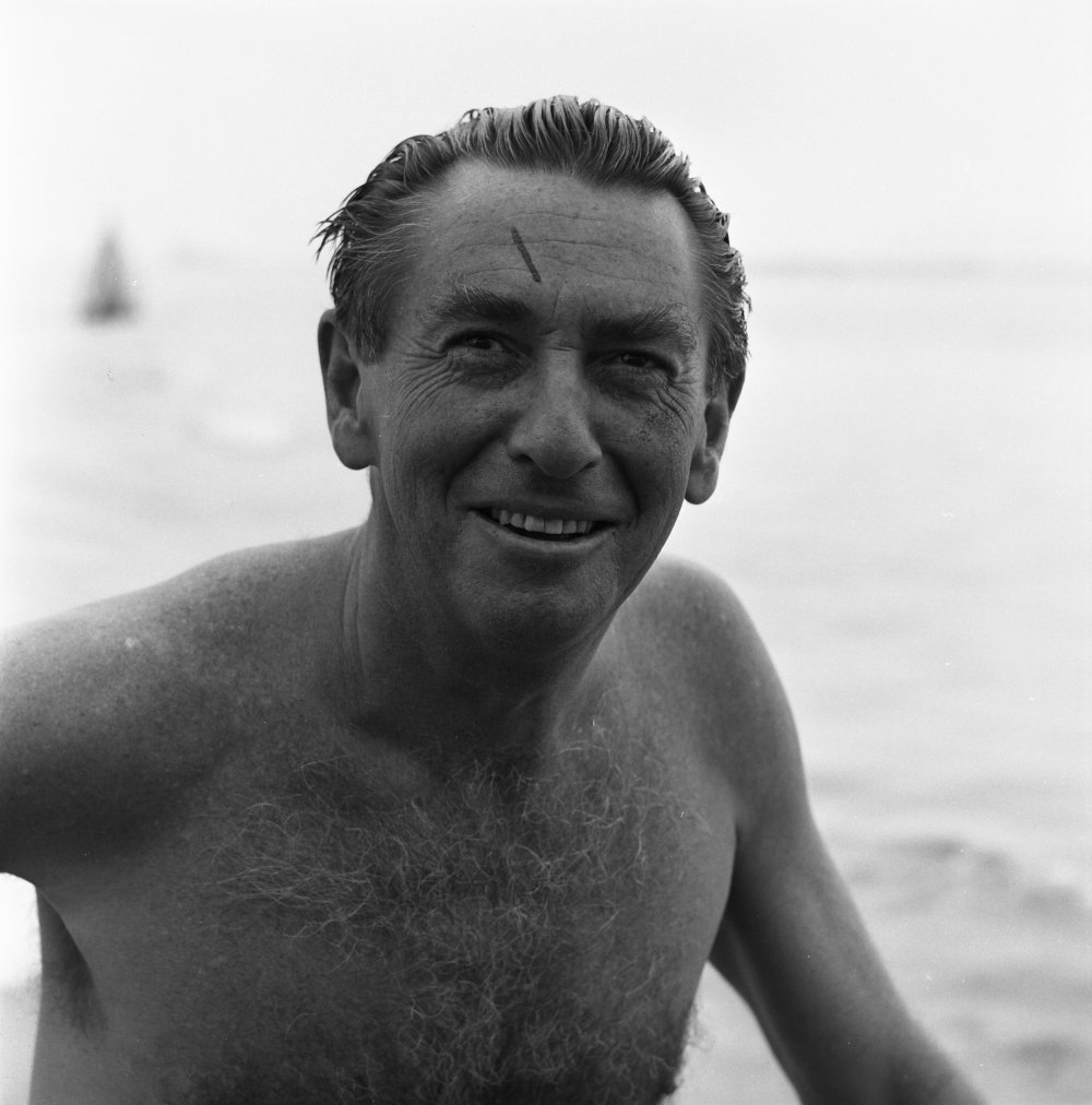 Actor Macdonald Carey, who plays the American boatsman who is beaten up and robbed by King's gang. Carey's previous films include Shadow of a Doubt (1943) and the 1948 version of The Great Gatsby, and he would later take a part in the US soap opera Days of Our Lives