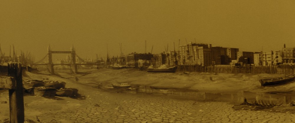 A parched River Thames in The Day the Earth Caught Fire (1961)
