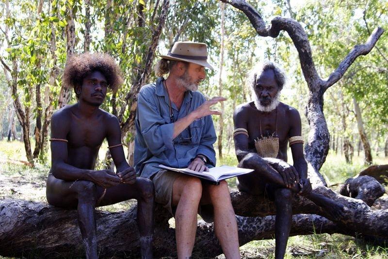 Rolf de Heer and two actors on location for Ten Canoes (2006)
