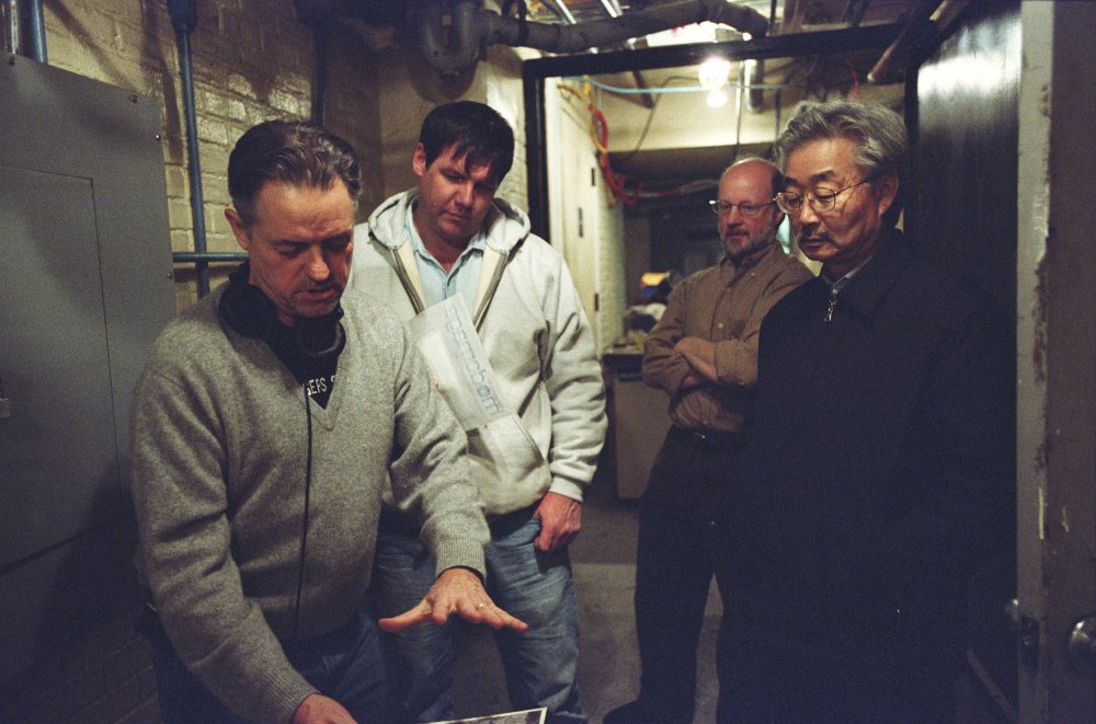 Demme with his director of photography Tak Fujimoto on the set of The Manchurian Candidate (2004)