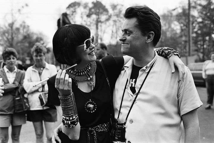 Melanie Griffith and director Jonathan Demme on location for Something Wild (1986)