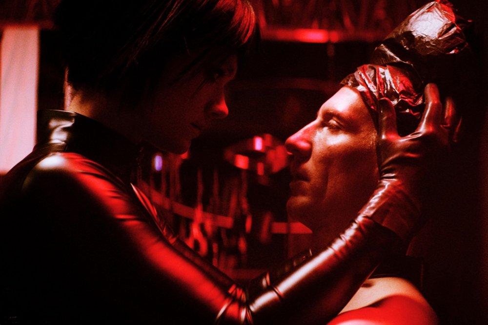 Krist Kosonen as Mona and Pekka Strang as Juha in Dogs Don't Wear Pants