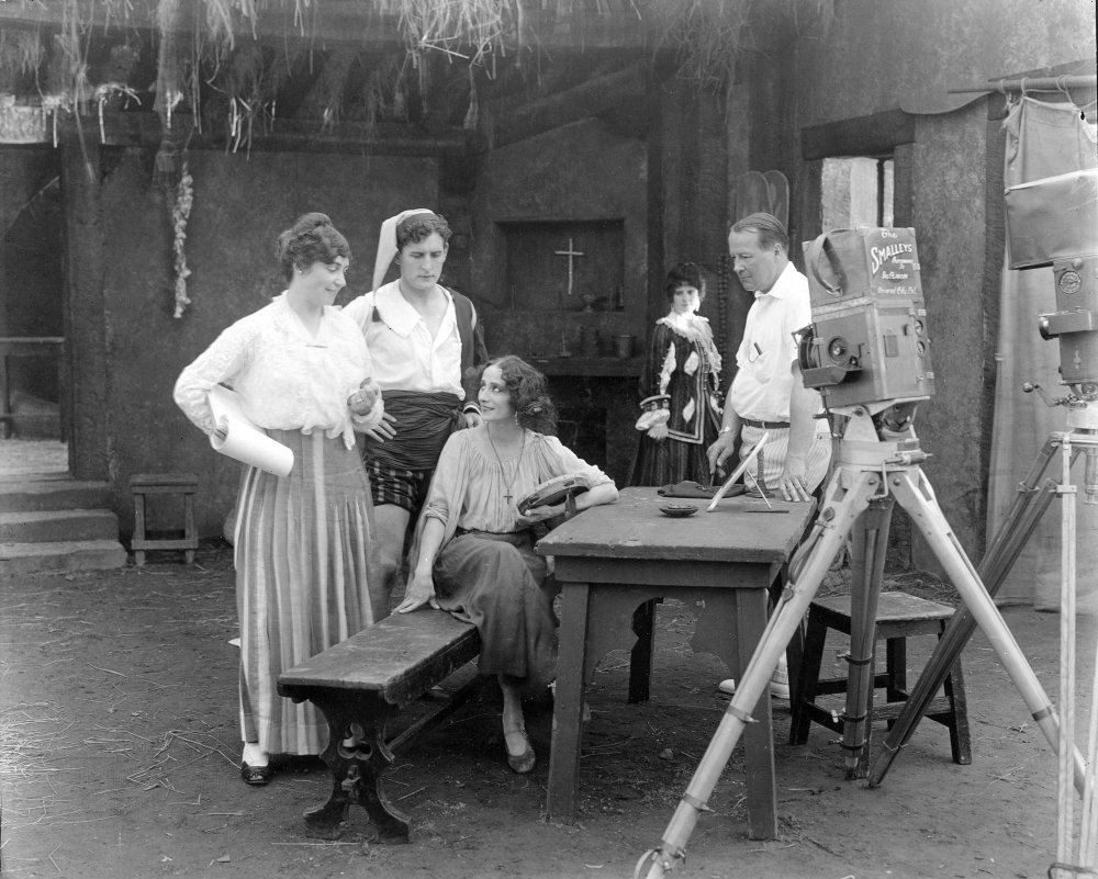 Lois Weber (left) on the set of The Dumb Girl of Portici (1916), with star Anna Pavlova