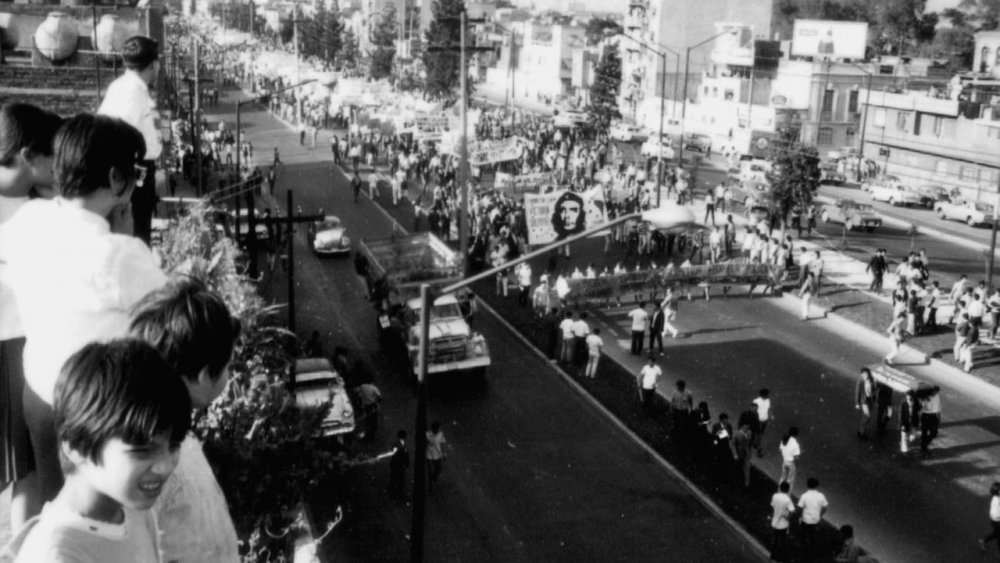 Protesters on the streets of Mexico City in 1968 as filmed in El Grito (The Shout)