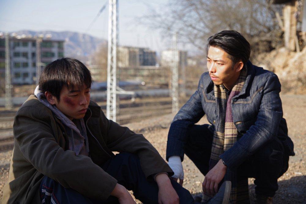 Peng Yuchang as Wei Bu and Zhang Yu as Yu Cheng in An Elephant Sitting Still