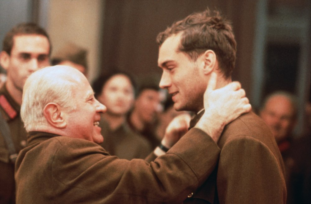 Jude Law, Joseph Fiennes, Rachel Weisz and Ed Harris joined Hoskins among a star-studded cast for the wartime epic Enemy at the Gates (2001), set during the Battle of Stalingrad in the Second World War