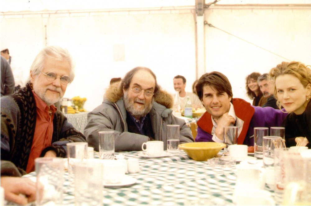 Stanley Kubrick with producer Jan Harlan, Tom Cruise and Nicole Kidman during production of Eyes Wide Shut (1999)
