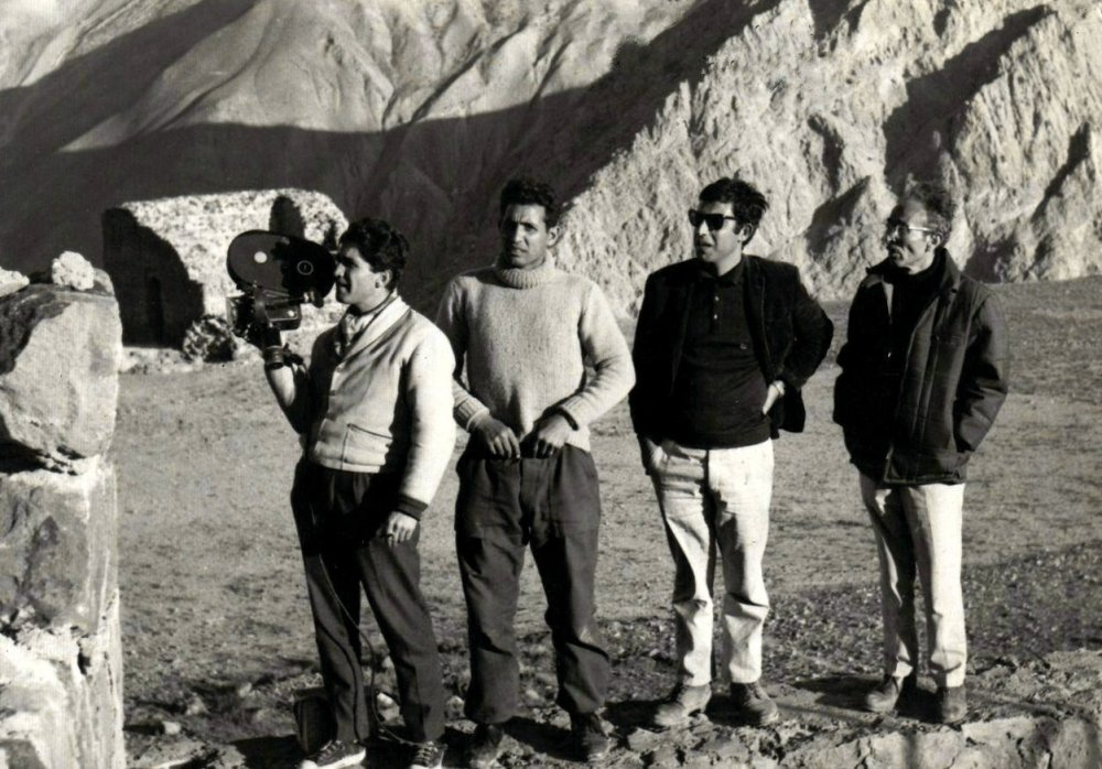 On the set of Farewell Tehran (1966): future Iranian New Wave director Massoud Kimiai stands next to Khachikian.