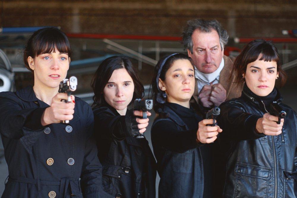 Elisa Carricajo as Agent 50, Laura Paredes as 301, Valeria Correa as la niña, Horacio Marassi as Dreyfuss and Pilar Gamboa as Theresa in Episode III