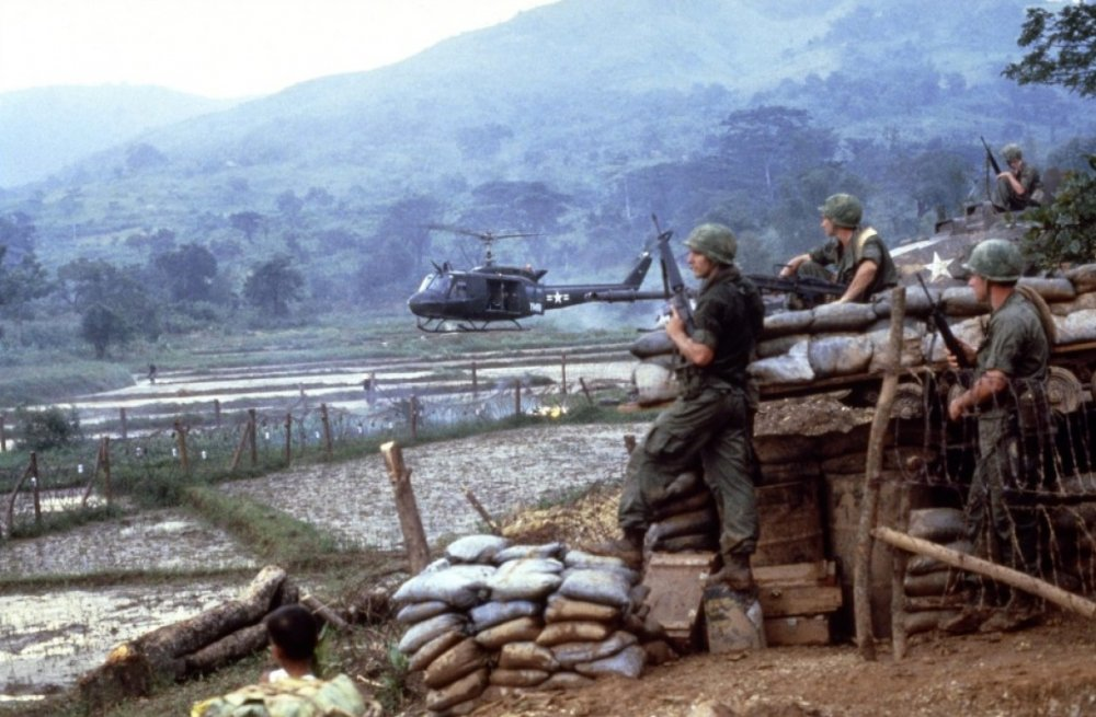 Hamburger Hill (1987)