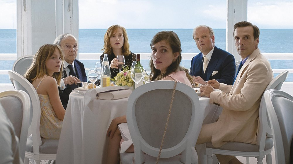 Fantine Harduin, Jean-Louis Trintignant, Isabelle Huppert, Laura Verlinden, Toby Jones and Mathieu Kassovitz in Michael Haneke's Happy End (2017)