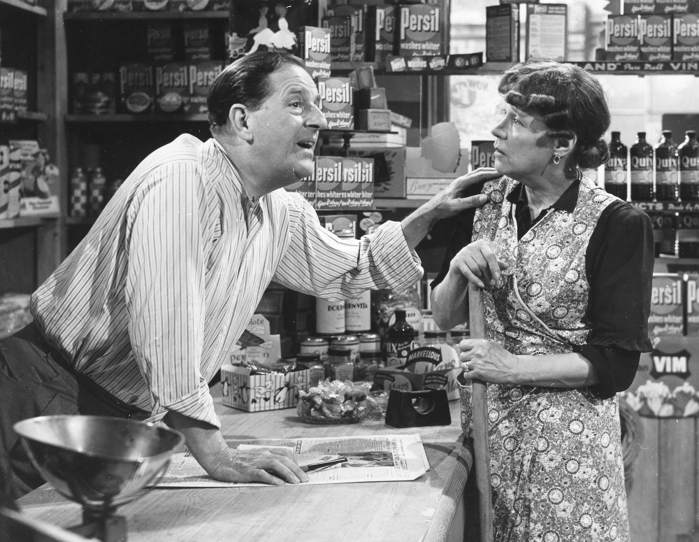 Stanley Holloway and Kathleen Harrison in The Happy Family (1952)