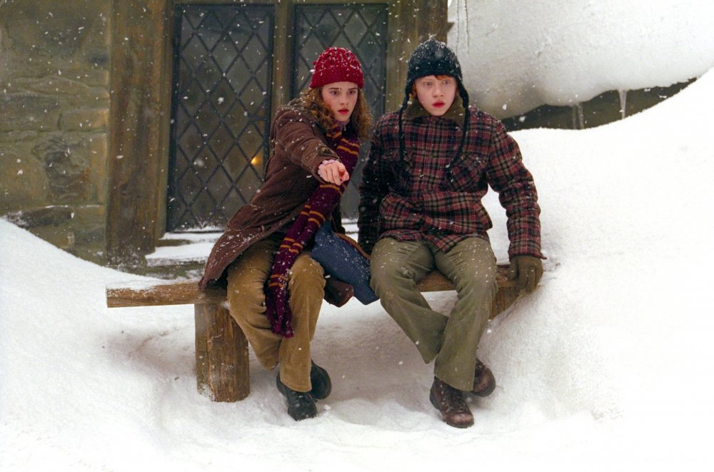 This could well be a fashion spread in the John Lewis Christmas catalogue: in fact, it's Ron Weasley (Rupert Grint) and Hermione Granger (Emma Watson) wrapped up in cosy woollens for a scene in Harry Potter and the Prisoner of Azkaban (2004)