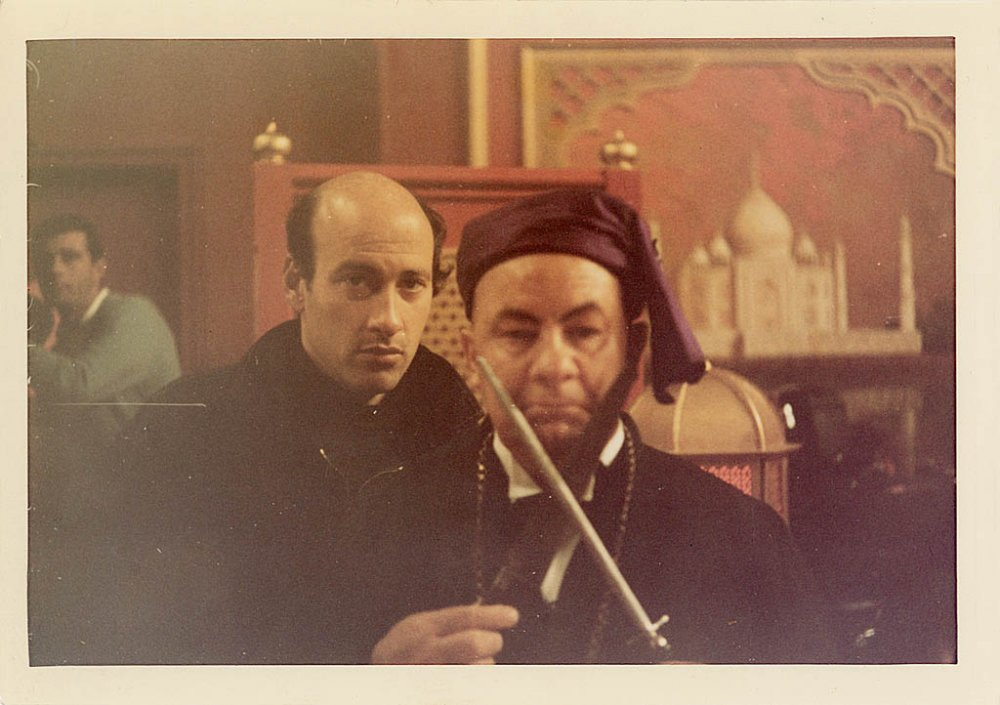 This photograph shows Lester and actor Leo McKern during the shooting of the Indian restaurant scene. In this scene, Clang (Leo McKern) and High Priestess Ahme (Eleanor Bron) attempt to retrieve their sacrificial ring from Ringo